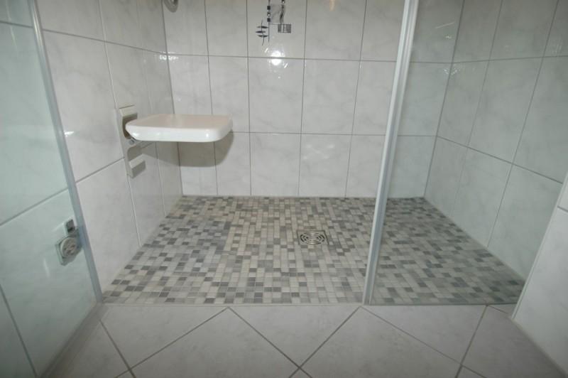 dusche ebenerdig duschwanne ebenerdig befliesbar xxcm dusche ebenerdige dusche in attraktiven. Black Bedroom Furniture Sets. Home Design Ideas