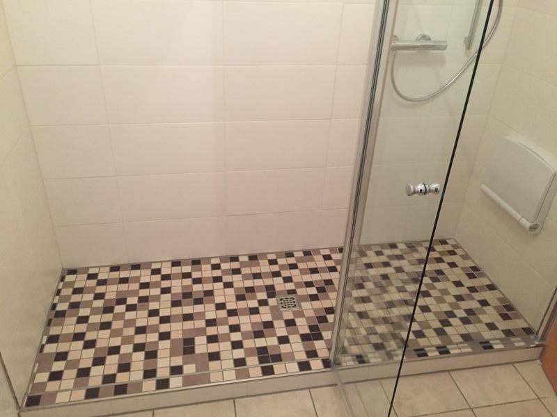 fliesen polomski ebenerdige duschen. Black Bedroom Furniture Sets. Home Design Ideas